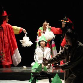 HAMLET_Peacock_Theatre_picture(01)