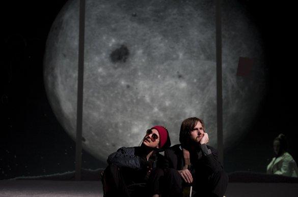 Hannah Hoekstra as Ganymede, Reinout Scholten van Aschat as Orlando. Photo by Kurt Van der Elst.
