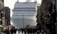 Another liner pollutes Venice