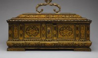 a Venetian jewelry casket from about 1590 - perhaps this is the casket we should imagine....